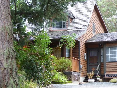 Entrance to Arbutus Digs with parking at your front door.