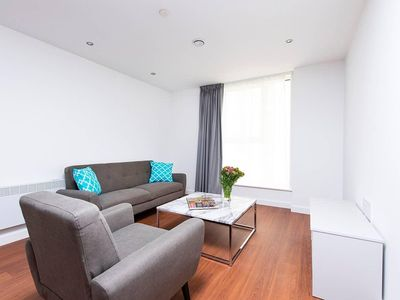 Photo for Contemporary and Bright City Centre apartment