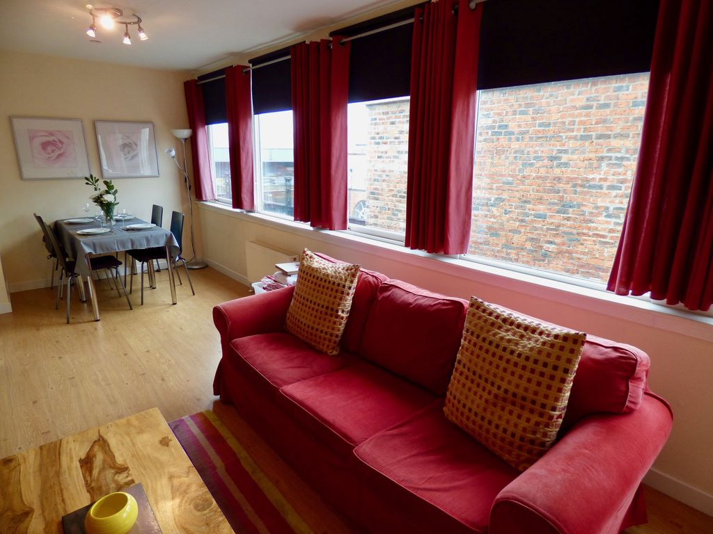 Glasgow City Apartment - Sleeps 4 guests