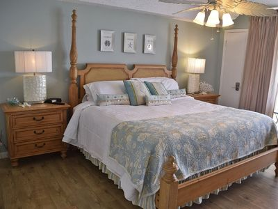 Luxury Linens on this King sized bed overlooking the beach/Gulf. Beautiful new w