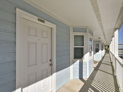 Photo for Updated Suite 2307 steps from the beach near Moody Gardens