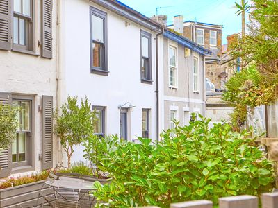 Photo for Fisherman's cottage in the heart of St Ives: 2 bedrooms (NETFLIX & WiFi)