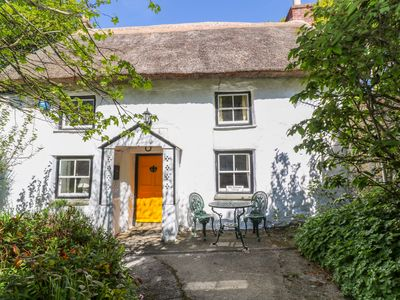 Photo for THE THATCHED COTTAGE, family friendly in St Hilary, Ref 1010677