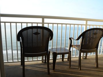 New On Market: Gorgeous, Spacious Oceanfront 1 BR/1BA Condo At Paradise Resort