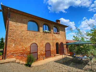 Photo for 360 degree view over the Tuscan hills.
