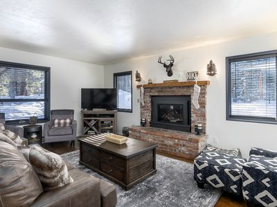 Adorable remodeled Blue River cabin! Plenty of outdoor space to spread out!