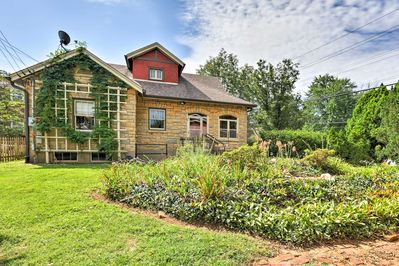 Choose this charming vacation rental to be your Louisville home base.