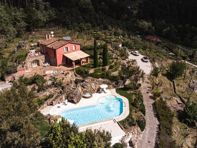 Photo for Villa in the heart of Tuscany with private pool and panoramic views