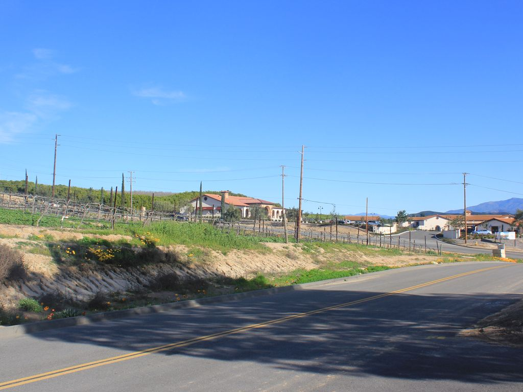 Walk To Temecula Wineries Brand New Pool And Lots Of