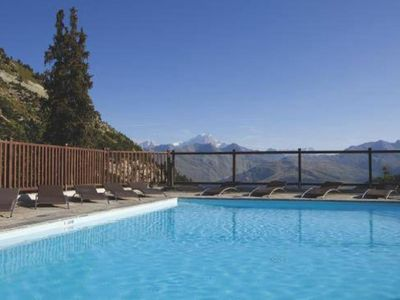 Photo for 3 P ds luxury residence with swimming pool, jacuzzi ... Skis on!
