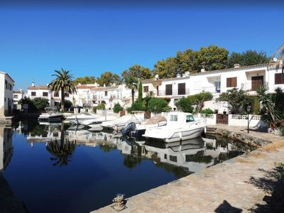 Photo for Comfortable house located on the marina, with air conditioning, mooring and canal view