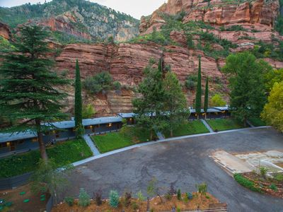 Cool off in the Canyon/ Cabin 1 w/Private Patio and Creek Access