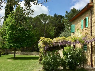 Photo for Charming farmhouse  with stunning views and pool between  Florence and Arezzo.