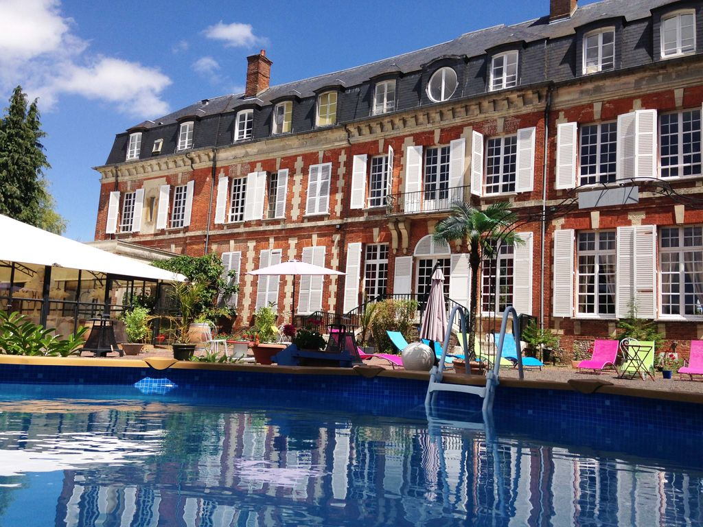 Villa et grand loft sur parc du chateau avec piscine 30 for Location piscine privee paris