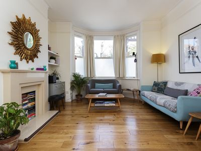 Photo for Comfortable 4 bed family home, located with easy access to London's heart- Veeve