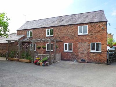 Photo for THE COTTAGE, family friendly, with a garden in Tarvin, Ref 934190