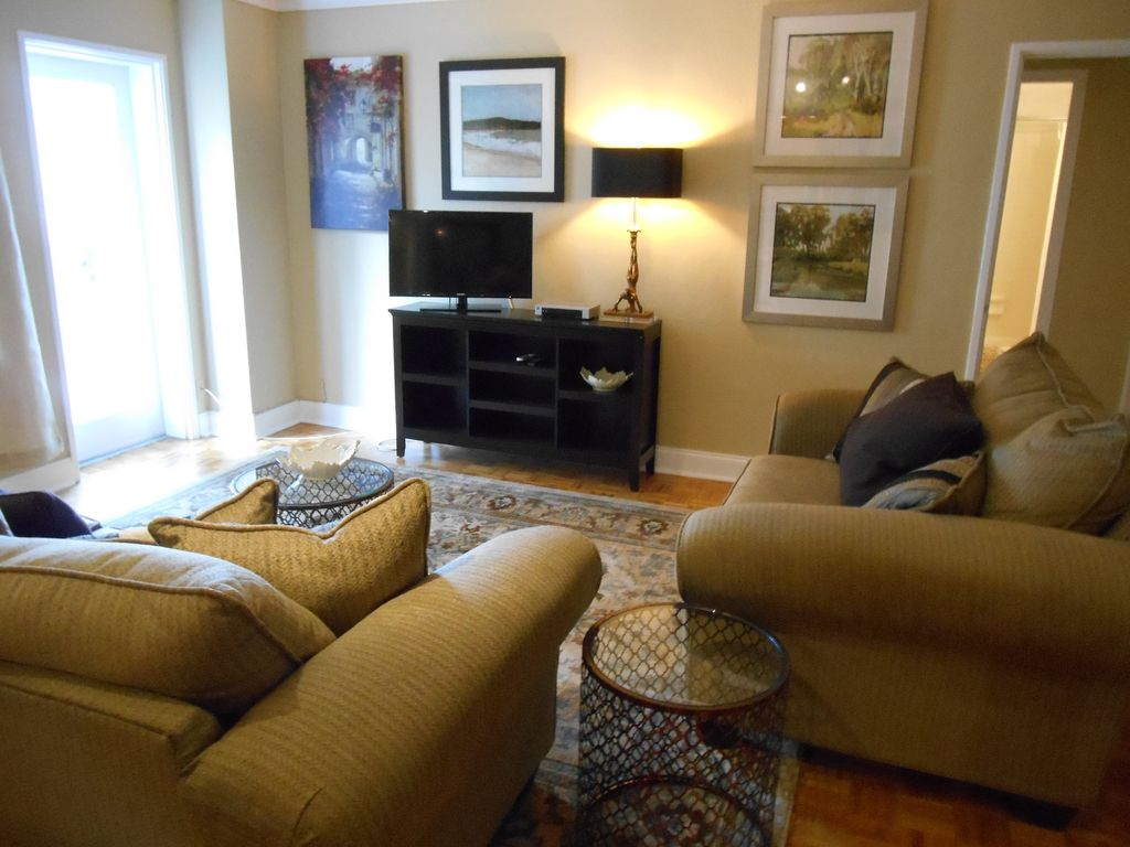 Downtown, Peachtree Towers, 1 Bedroom, Nicely decorated, Balcony