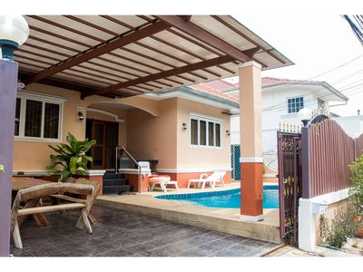 Photo for 4 Bedrooms Jomtien Pool Villa