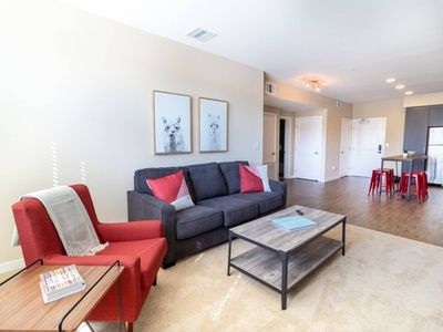 Photo for Beautifully Furnished 2bd/2ba with pool and gym