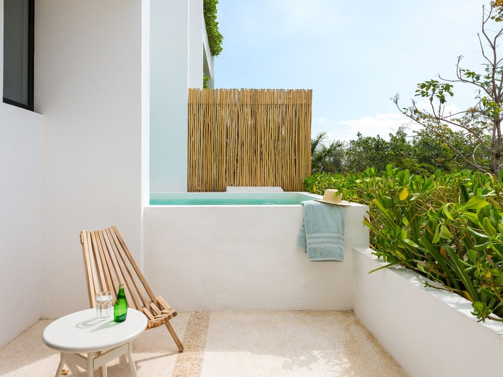 S1TC10 - SAASIL Terrace Condo one room with a private pool