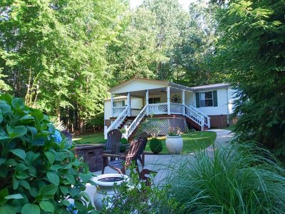 * GIANT PORCH **WATERFRONT* BOAT RENTAL NEARBY **  KAYAKS * WIFI * BOATHOUSE