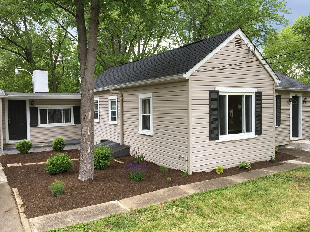 Berlin Lake Cottage (2 bed/1 bath) with central air, wifi, & cable.
