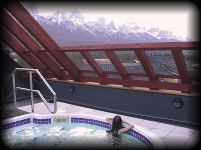 Enjoy our hot-tub, with 360 degree panoramic views