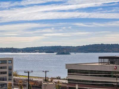 Photo for HUGE 2 bdrm Gorgeous Bay views nxt 2 Space Needle