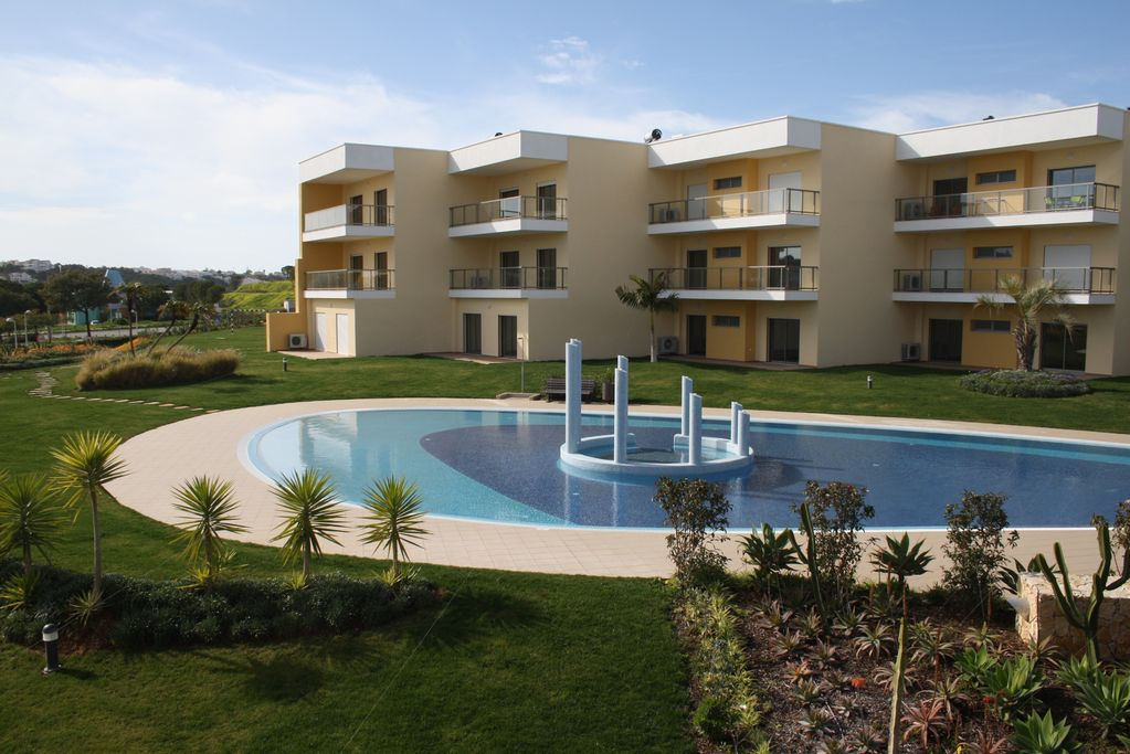 AT73 Beautiful one bedroom apartment situated on the Jardins da ...