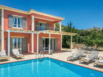 Photo for Ideally located villa with a pool and modern entertainment options, close to attractions