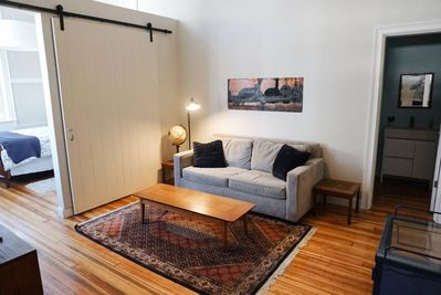 Come enjoy our beautiful 1st floor apartment. Cozy up on the couch !
