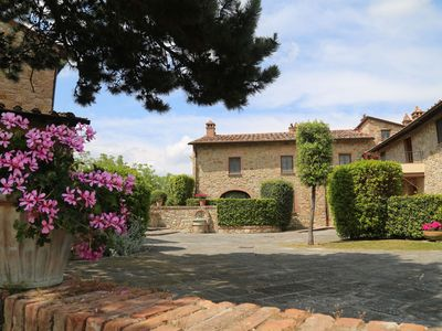 Photo for Lovely apartment in villa with pool, TV, patio, panoramic view, parking, close to San Gimignano