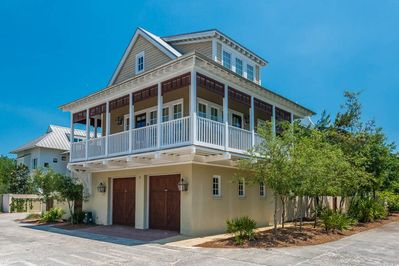 Jolly Roger: Amazing 2BR/2BA Carriage home perfectly located with Gulf views!