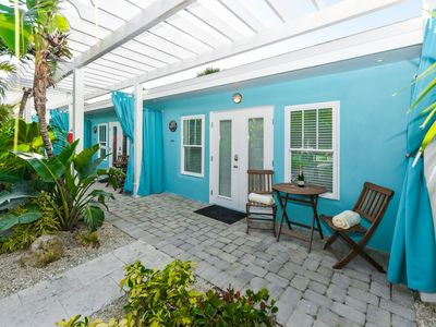Photo for Tropical Breeze Resort - Full Kitchen, Living and Dining - Sleeps 4 - 1/2 Block to Siesta Key Beach and Village. INCLUDED: Daily Housekeeping, Bikes, 2 Pools/1 Spa, Beach Chairs, Beach Towels, WiFi, Parking , Games, BBQs and More!
