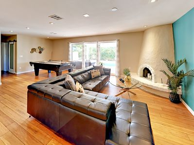 Living Area - You'll find plenty to keep you entertained with 5 flat-screen TVs and a pool table. (Please note the fireplace is not operational.)