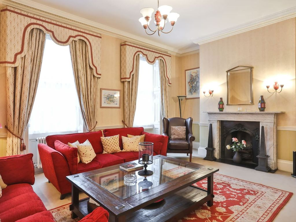 Large House in Marylebone - Eight Bedroom Villa, Sleeps 16