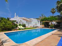 Lovely villa with a fab pool!