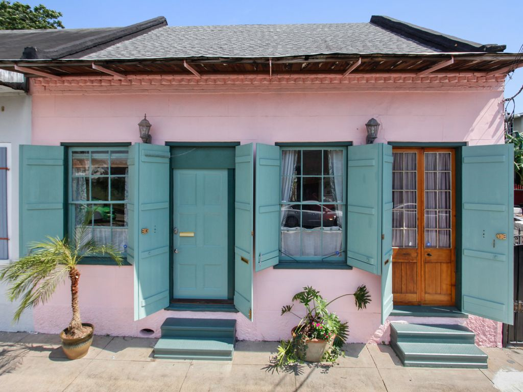 Charmed history treme creole cottage one b vrbo for Cajun cottages
