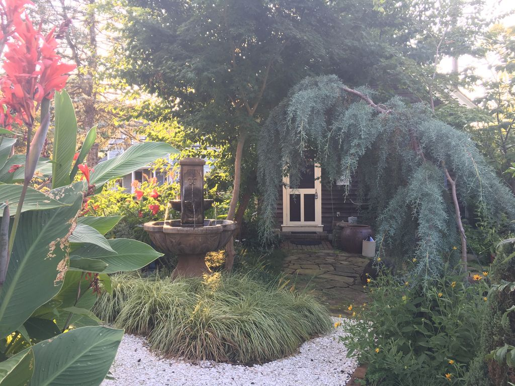 Garden Walk Buffalo Cottage District 5: Cozy Cottage In Historic Lewes Delaware