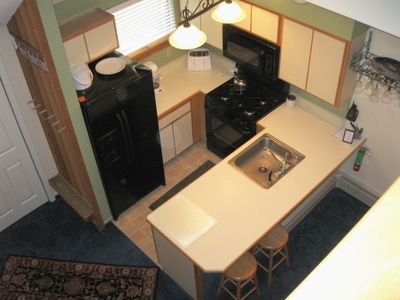 Kitchen & Breakfast Bar w/ new appliances!