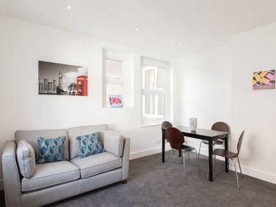 Photo for Bright and Modern Central London Apartment (WR1)