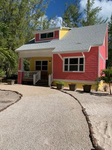 Turtle Shell Cottage/1 minute walk to Spectacular Beach on Quiet Dead End Street