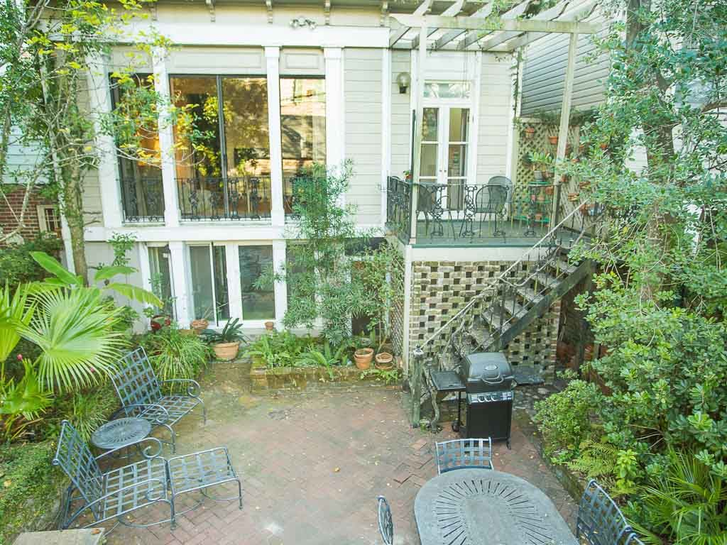 Cohen House Main + Garden: Stay with Lucky Savannah: Large home on ...