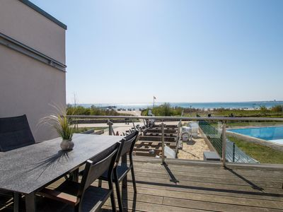 Photo for 135 m² 4-bedroom penthouse on the beach with sea views