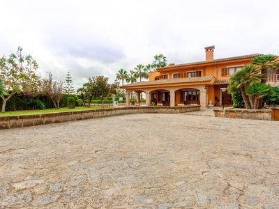 Photo for Fantastic Villa in Son Ferriol near to center of Palma city and beach.