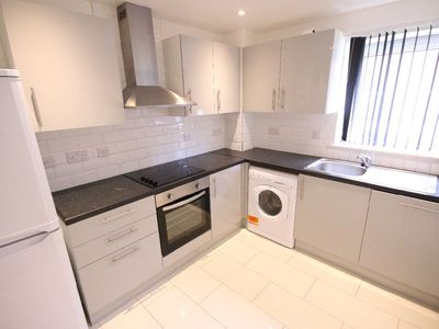 Photo for 3 bedroom apartment for family. Great location.