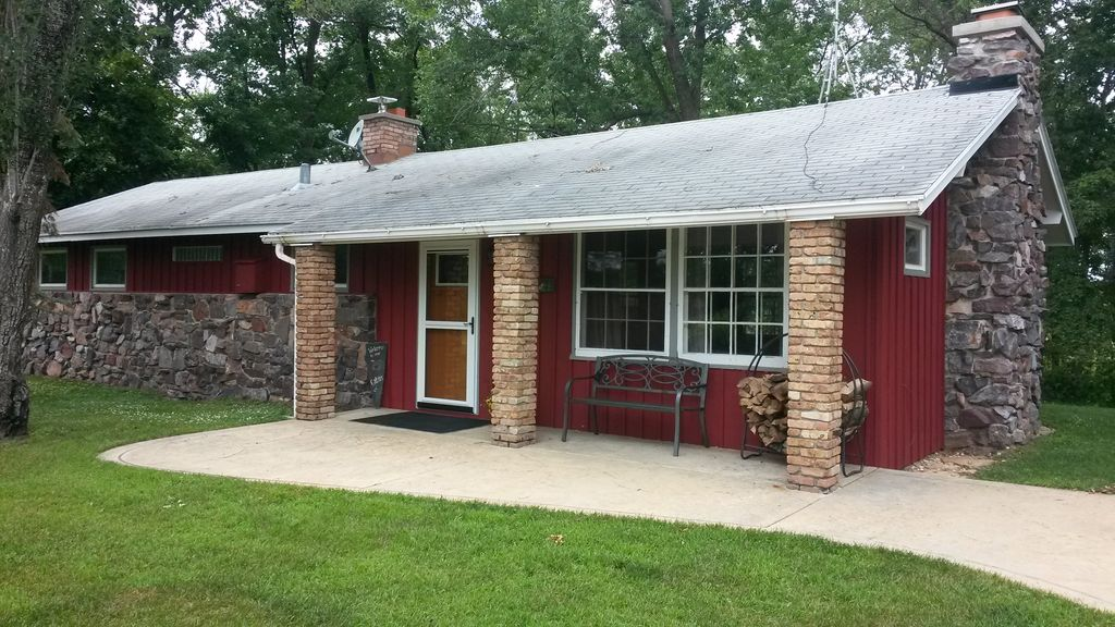 Fireplace Design twin city fireplace : Wisconsin River front: Redstone Cottage-MONTHLY... - HomeAway ...