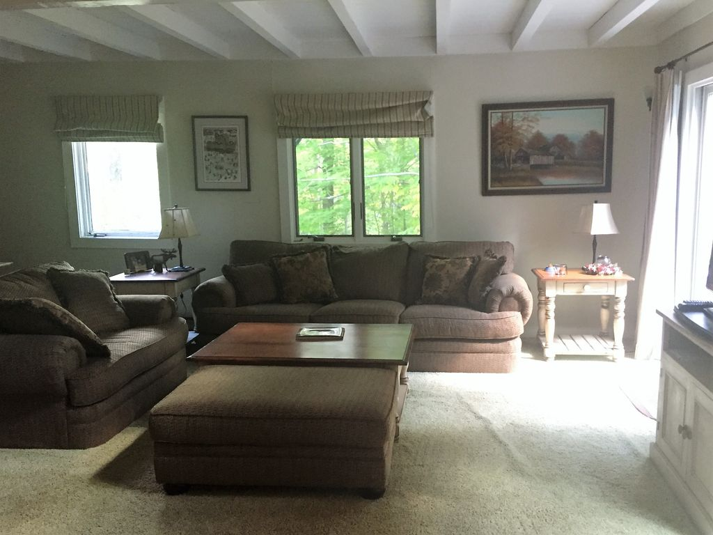 Charming Townhouse, Sunroom Dining, Close to Mount Snow and Hermitage Resorts