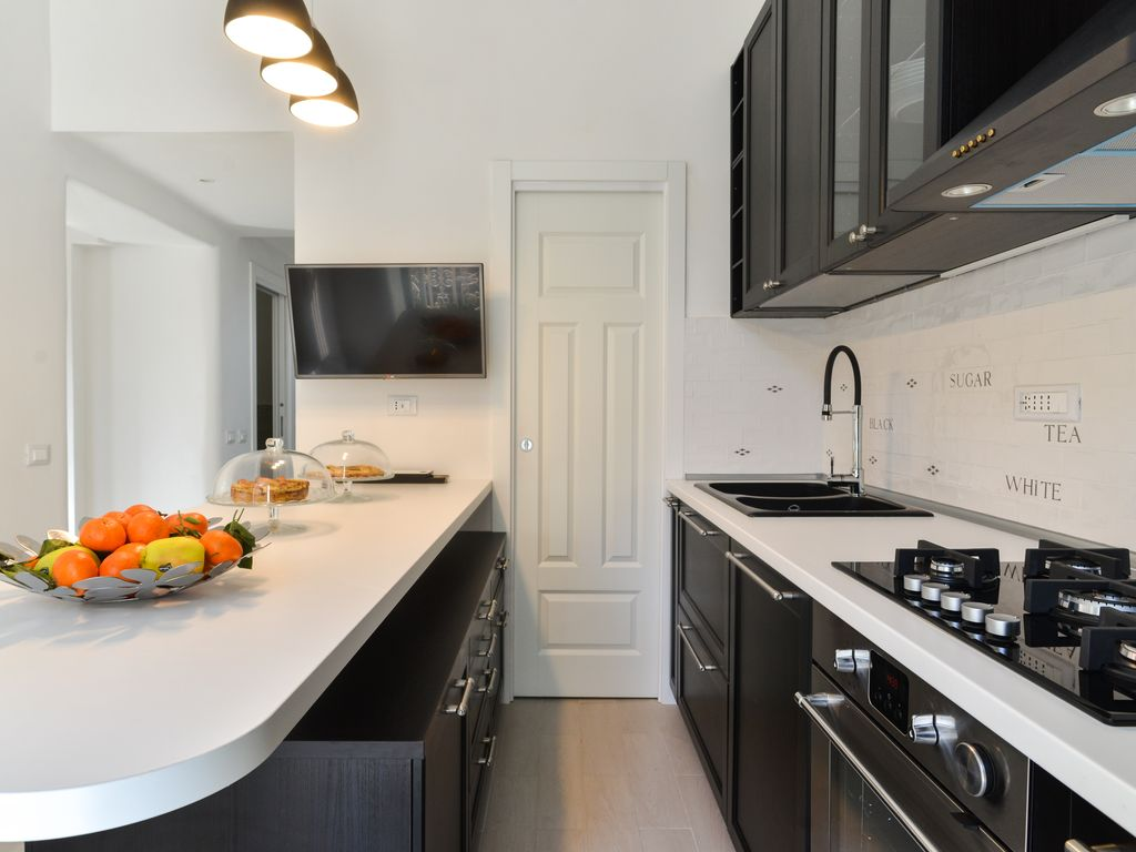 Luxury apartment kitchen - Luxury Apartment 3 Bedrooms 4 Bathrooms Living Room And Kitchen