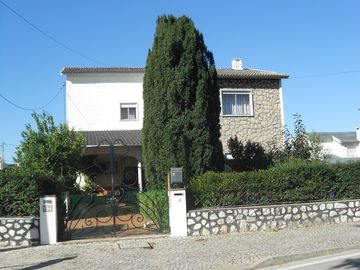 Holiday home with garden, swimming pool, barbecue, and beach access